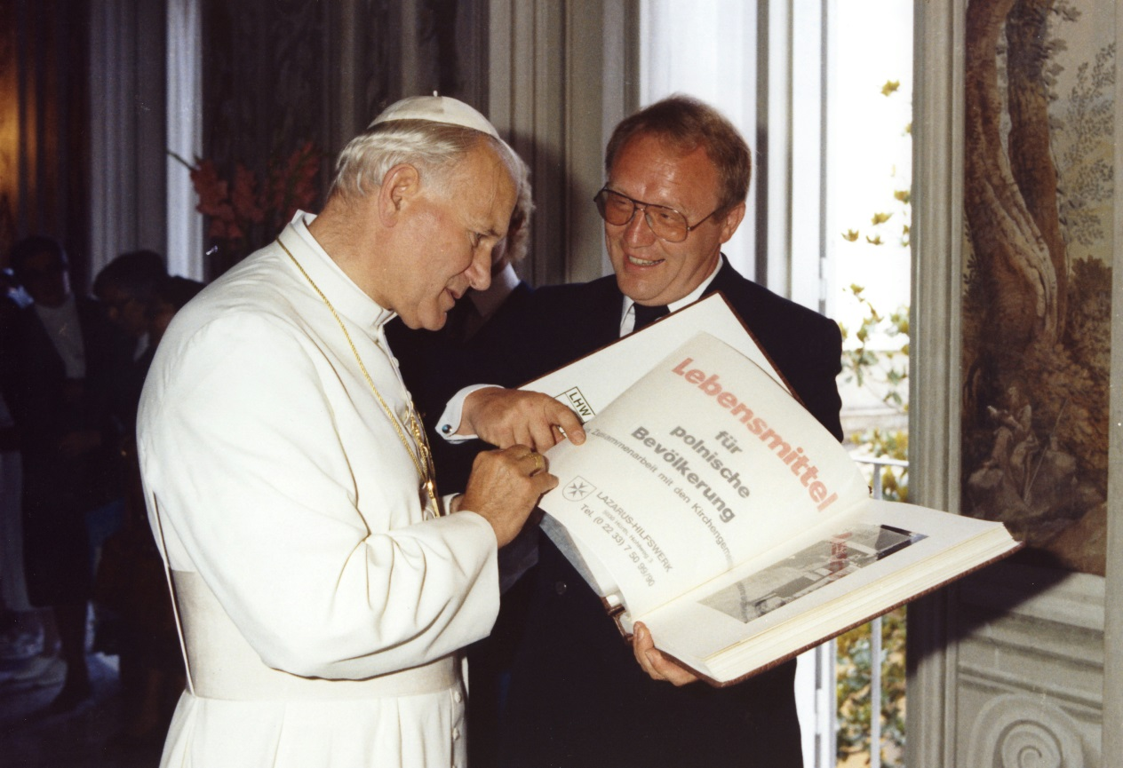 Pope John Paul II with H.E. Chev. Klaus-Peter Pokolm, GCLJ, Grand Prior of the Humanitarian Grand Priory Europe.